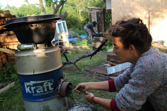 Feeding the Rocketstove. You have to do it non-stop if water should be boiled.